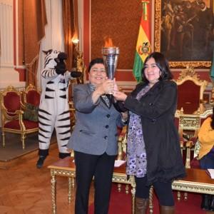 """Alcaldía de La Paz recibe posta del Municipio Metropolitano de Lima de la Campaña """"Cartas de Mujeres"""""""