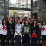 Sesión fotográfica de los y las representantes de las empresas patrocinadoras de la carrera.