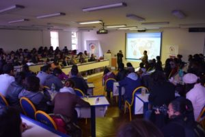 15 de septiembre Universidad Católica Boliviana  Estudiantes asistentes a la charla sobre Modelo de Gestión y costos empresariales de la VcM.