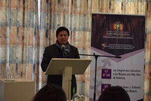 Viceministro de Planificación y Coordinación, Lic. Roberto Salvatierra, destacando el valor que representan los datos estadísticos en el tema.